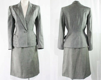 Size 6 Gray 1940s Suit - Ultra Sophisticated 40s Tailoring - Peak Lapel - Single Button Waist - Sleek Lines - Salt & Pepper Wool - 22989