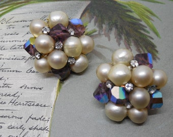 VOGUE Baroque Pearl & Iridescent Bead Clip On Earrings Set