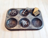 Vintage Shabby Chic Metal Muffin Tin