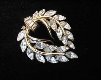 Vintage Crown TRIFARI Brooch Clear Rhinestone Wreath Brooch