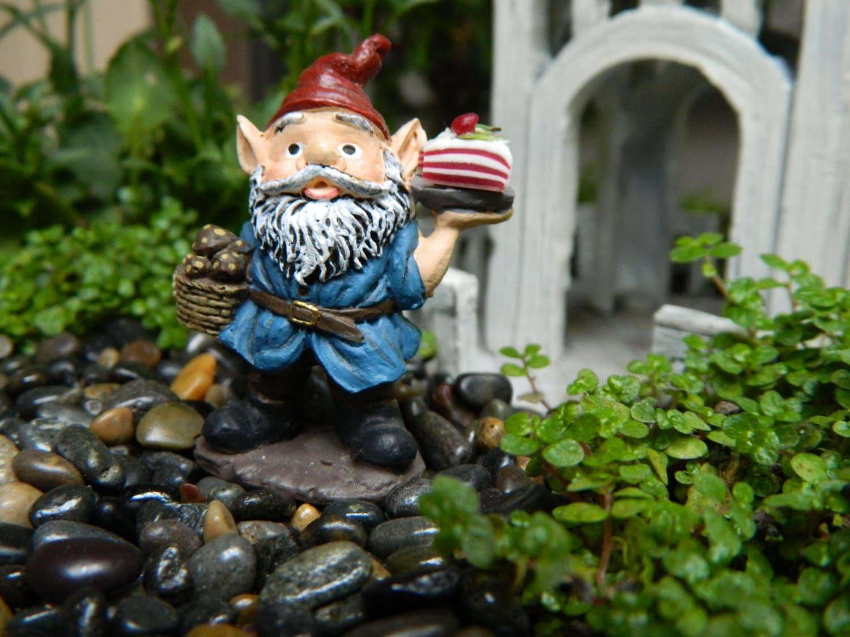 Gnome In Garden: Fairy Garden Gnome Miniature Garden Gnome Accessories
