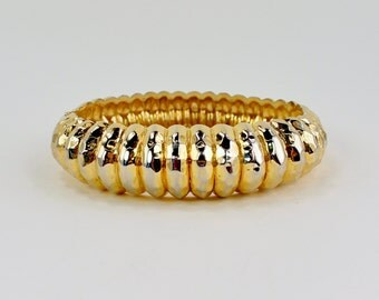 SALE 30 PERCENT OFF Vintage Gold Tone Textured Graduated Ridged Hammered Goldtone Hinged Bangle Simple Traditional Minimalist Bracelet