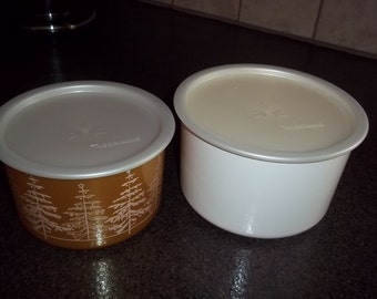 Tupperware Christmas Designs:  Two Rounds B and C Gold and White in excellent condition
