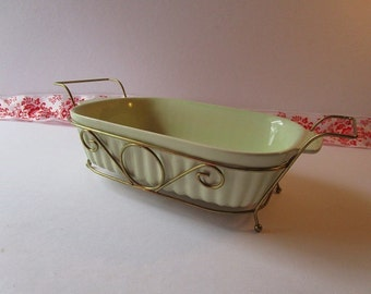 Vintage, 1983,'Pfaltzgraff ' square ribbed, 32 oz., baking dish with brass tone carrier!