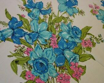 """Pretty Vintage Cotton Tablecloth, Bright Color,Floral Bouquets 47 x 53"""""""