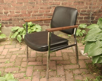 Vintage 1960's Union Chrome office Chair, Mid Century Modern chair, Black leather chair, Wood and metal Arm chair, Living room chair