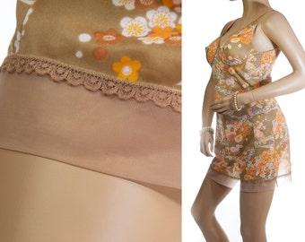 Elegant glossy silky soft caramel and orange floral design nylon and delicate caramel lace and chiffon detail 60's vintage full slip  - 3252