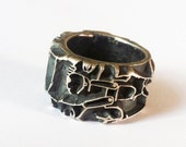 A striking and intrigueing solid sterling silver 'graphic' ring (oxidised)