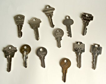 12 Vintage Old Key Lot Crafts Supplies Keys Steampunk Lot C