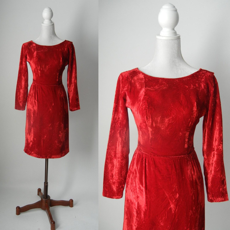 vintage robe rouge robe de velours rouge 1950 velours. Black Bedroom Furniture Sets. Home Design Ideas