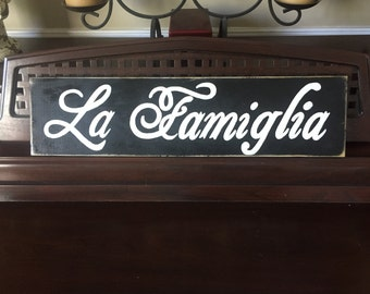 "LA FAMIGLIA Italian ""The Family"" Sign Wall Art Gallery Grouping Topper Plaque Wooden Hand Painted You Pick Color"