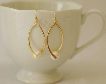 Pearl Earrings, Teardrop earrings, Freshwater Pearl Earrings, Long Earrings, Gold and pearl earrings, Gift for her, Holiday Gift