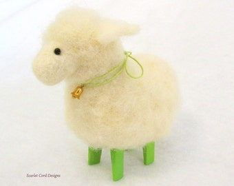 Needle Felted Sheep Felted Animal White and Spring Green Sheep Wool Soft Sculpture Doll Spring Lamb