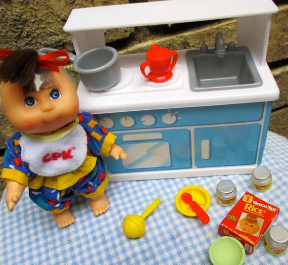 Small cabbage patch kitchen set and little doll cooking for Little girl kitchen playset