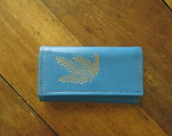 Key Wallet blue leather key case keeper holder key fob vintage 60s Mad Men era Betty Draper gold leaf sprig women accessories