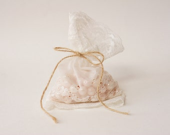 White Lace wedding favor bag / rustic wedding favor/ barn weddings / vintage style wedding favor/ beach weddings/ baby shower