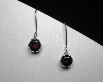 Garnet Earrings in Silver, 6 mm