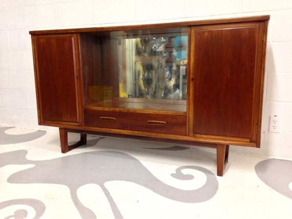 Mid century modern buffet drink cabinet in teak with by for Sideboard glasfront