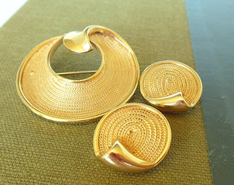 Vintage BSK Brooch Clip Earrings Gold Round Rope Demi Parure 50's  (item 255)