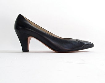 Vintage Ferragamo Heels . Black Leather . Size 7 AA