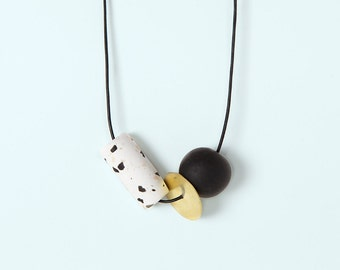 Necklace by Depeapa - Materia#05 - Black and white