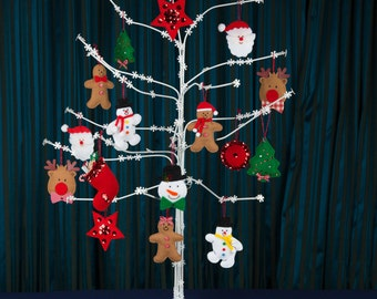 Christmas tree with 16 felt christmas decorations