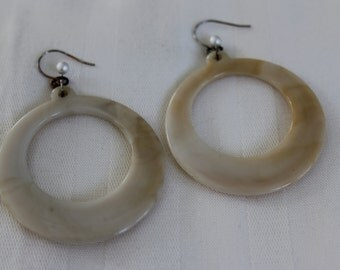 Ivory and Brown Swirl Lucite Vintage Dangly Circle Earrings