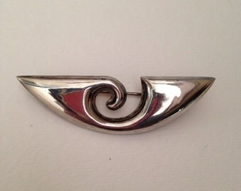 Gorgeous, vintage hollow formed sterling silver brooch. Mexico