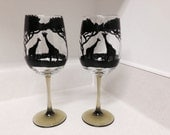 2 Hand painted giraffe wine glasses (clear glass/green tinted stem)