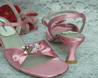 Size 6.5 READY to SHIP SALE  Dusty Rose Mid Heels w/ Vintage Flower Brooch,Open Toe Rose Sandals, Comfortable Heel, Graduation,Prom, xvnera