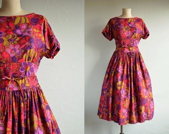 Vintage 50s Dress / 1950s Mod Floral Print Cotton Dress with Full Skirt / Red Purple Green