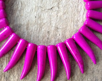 10pcs Horn Charms, Magenta Horn, Magnesite Horn, Horn Pendant, Tusk, Spike, Talon, Jewelry Making, DIY, Craft Supplies, Jewelry Supplies