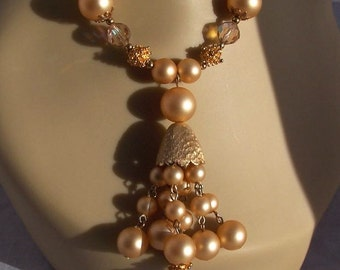 Lovely Golden Vintage Charlin DeLizza&Elster Set Necklace and earrings