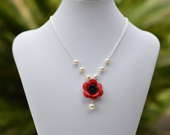 Red Poppy Centered Necklace. Poppy Flower Beaded Necklace. Poppy Necklace