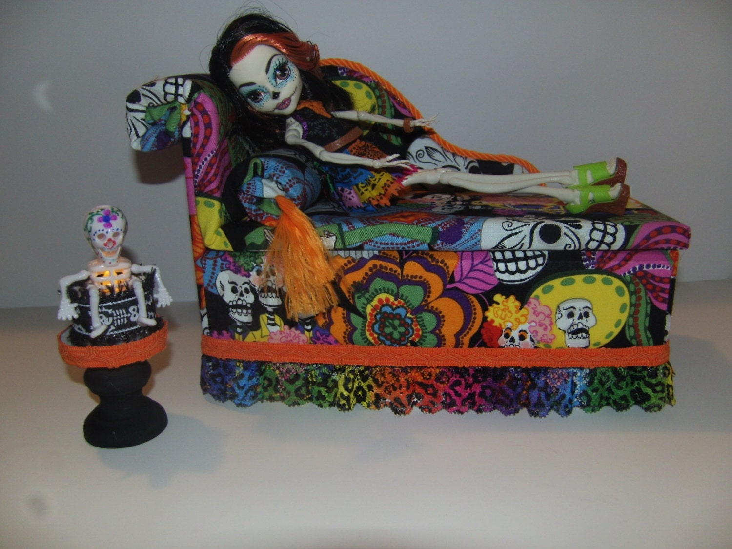 meubles pour monster high poup es fait main jour du dead. Black Bedroom Furniture Sets. Home Design Ideas