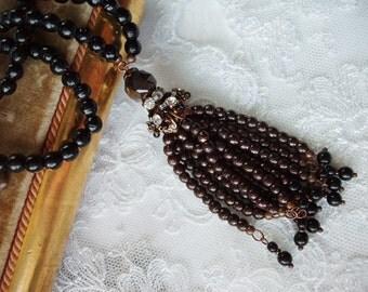Black Art Deco Flapper Tassel Necklace. Romantic Jewelry with Black Bronze. Great Gatsby Style Necklace. Long Necklace. Black Jewelry