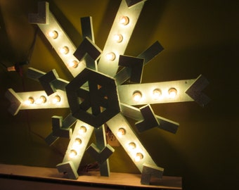 Lighted 30in Pallet Snowflake