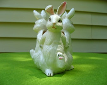 rabbits flower vase bunny rabbits three bunnys