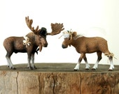 Moose Wedding Cake Topper - Woodland Wedding Cake Topper - Bride Groom Figurine - Rustic Country Cute Deer Animal Wedding Cake Topper Decor