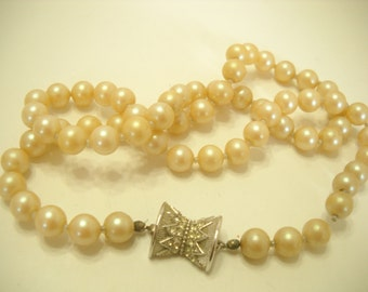 "Vintage Faux Pearl 22"" Necklace (9042) 7mm Glass Beads"