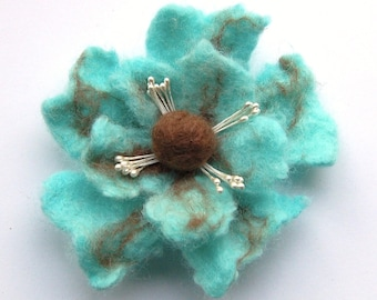 Flower felt brooch, felted wool flower pin, turquoise flower pin brooch, poppy brooch, brooch bouquet, felt flower hair clip, flower corsage