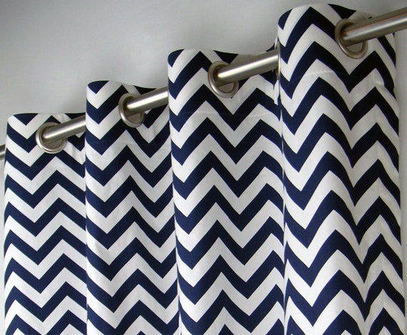 chevron blanc bleu marine zig zag g om trique rideaux illet. Black Bedroom Furniture Sets. Home Design Ideas