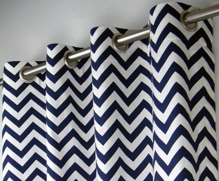 Chevron blanc bleu marine zig zag g om trique rideaux illet - Rideau blanc et bleu ...