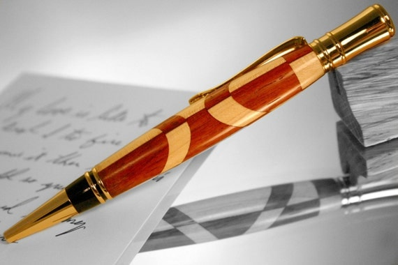 Wood Pen in mirrored maple and padauk pattern in gold setting, graduation gift pen in gold, wooden pen, patterned wood pen, balance