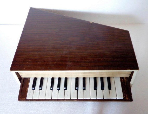 en bois grand piano jouet pour enfants vintage musical. Black Bedroom Furniture Sets. Home Design Ideas