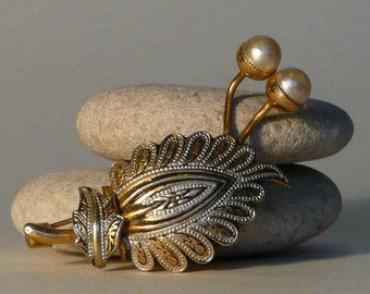 Vintage Damascene Leaf Brooch/pin Faux Pearls