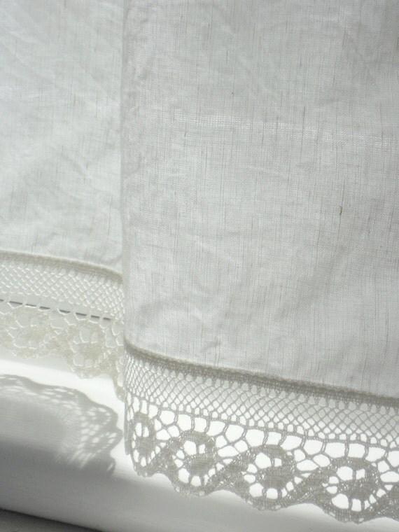 Rideaux de fen tre de salle de bain avec bord en dentelle for Rideaux fenetre salle de bain