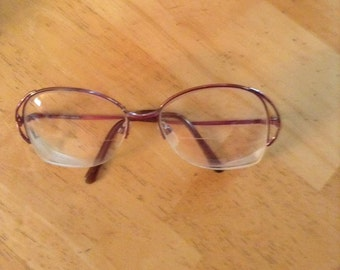 1980's Halston frames. Really nice. Marked 140 Univis Usa. PLM Halston 12 140. See pic 3. Bronze color. Needs to be adjusted