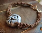 Bindrune braided bracelet