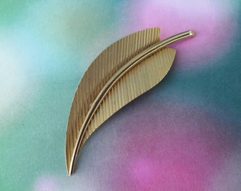 vintage brooch pin costume jewelry leaf